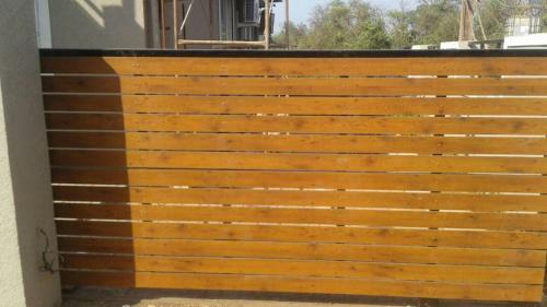 Auto wooden sliding gate