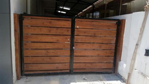 Auto wooden swing gate